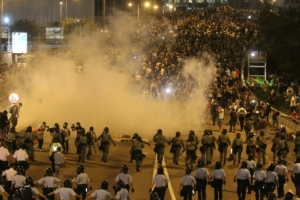 tear_gas_cops1am